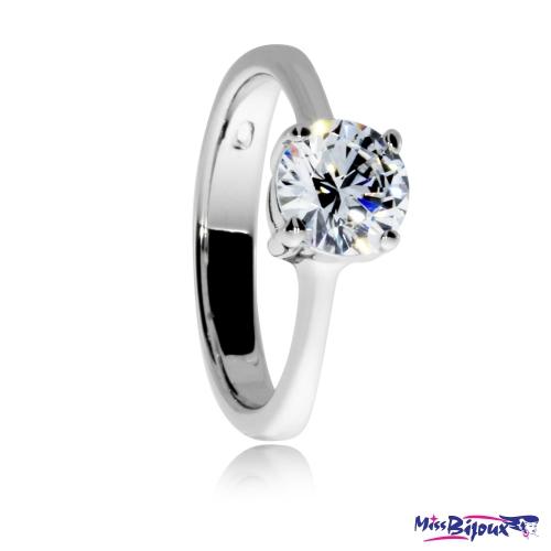 Stříbrný prsten se zirkonem (cubic zirconia) briliantového brusu