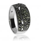 Stříbrný prsten posetý přírodními markazity