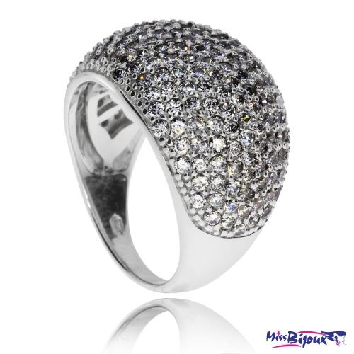 Stříbrný prsten se zirkony (cubic zirconia) zaoblený
