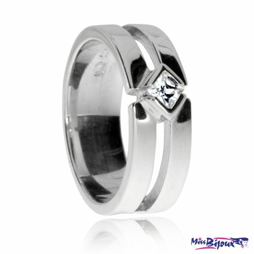 Stříbrný prsten se zirkonem (cubic zirconia) - kosočtverec