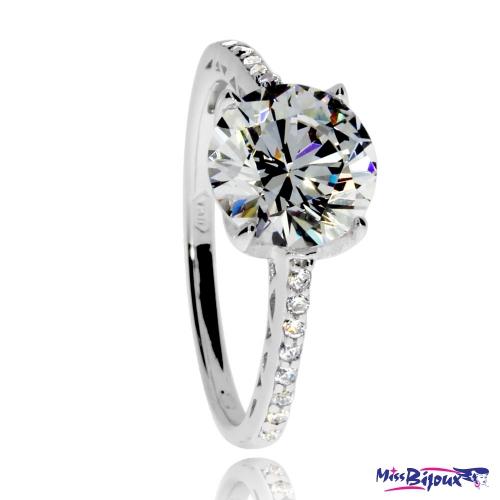 Stříbrný prsten s velkým kamenem a kroužkem osázeným zirkony (kubická zirkonie