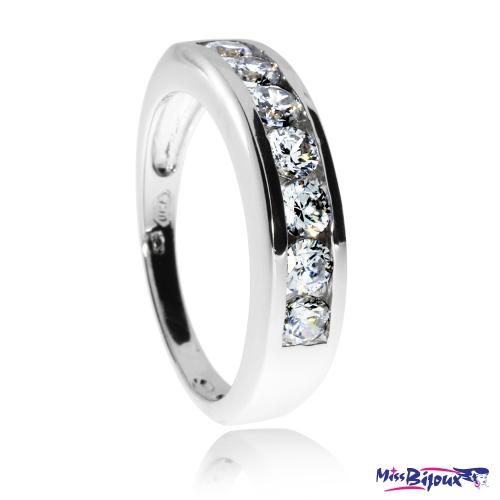 Stříbrný prsten se zirkony (kubická zirkonie) v kroužku