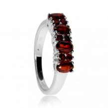 Stříbrný prsten s granáty - Kombinace kulatých a oválných kamenů
