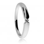 Stříbrný prsten s diamantem zasazeným v rhodiovaném stříbře