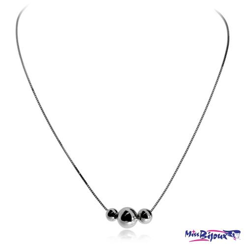 Stříbrný náhrdelník s trojicí kuliček