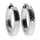 Stříbrné náušnice zdobené ve tvaru kruhu