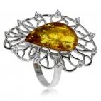 Stříbrný prsten s jantarem ve tvaru kapky