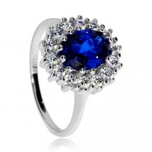Stříbrný prsten s modrým oválným kamenem a čirými zirkoniemi