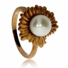 Stříbrný pozlacený prsten s říční perlou - Květina